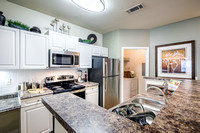 colonial-grand-research-park-apts-int-4739